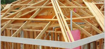 Принципы монтажа стропильной системы четырехскатной крыши