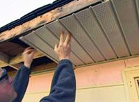 подшивка крыши софитом