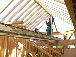 монтаж стропильной системы четырехскатной крыши