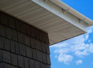 подшивка свесов крыши софитом