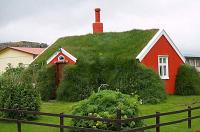 дома с зеленой кровлей