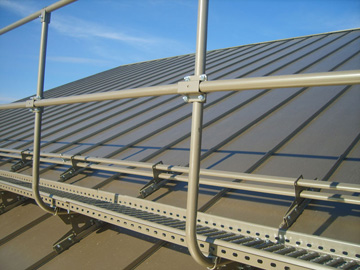 Монтаж ограждений на крышу